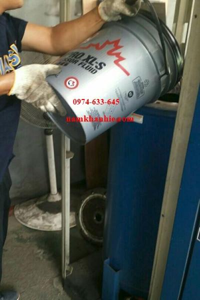 Thay dầu bôi trơn máy nén khí Quincy QSI-500